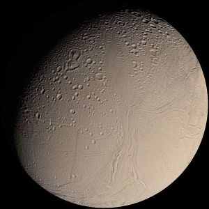 600px-Enceladus_from_Voyager