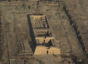 800px-SFEC_AEH_-ThebesNecropolis-2010-RamsesIII045