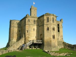 800px-Warkworth_Castle_2